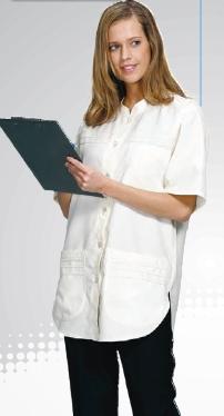 f7354d9a28 HT 209-es női köpeny, elöl gombos, álló galléros, lekerekített aljú modell,  szegőzött dísszel. Fehér