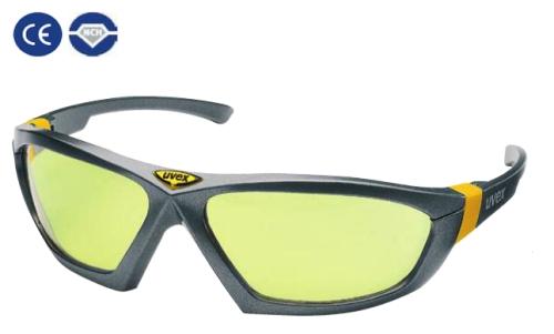 könnyű csúszásmentes szürke szár, cserélhető, karcmentes , sárga polikarbonát lencse (NC)